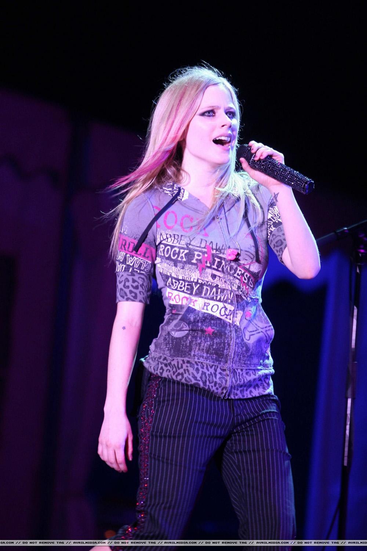 2008 konserinden Avrilxangai-8