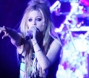 Vote em Avril Lavigne como a Melhor Cantora ao Vivo!