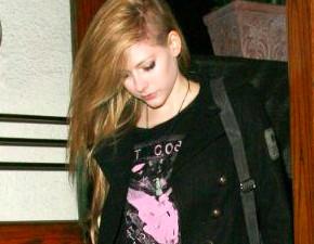 Daily Mail comenta sobre Avril Lavigne novamente