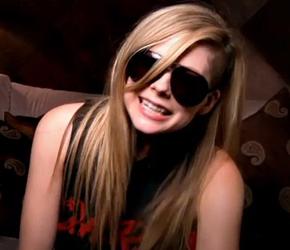 Vídeo legendado: Avril revela seu pedido especial de aniversário!