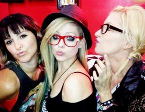 Site destaca ex-namorados de Avril
