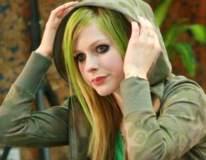 Confirmado: Avril Lavigne irá fazer parte da trilha sonora de One Piece!