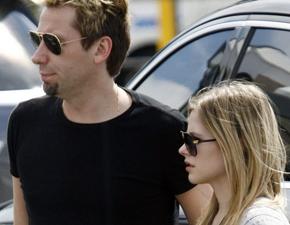 Fotos: Avril e Chad Kroeger em aeroporto na Austrália