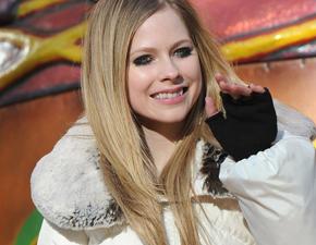 Fotos: Avril Lavigne e Chad Kroeger na Disneyland