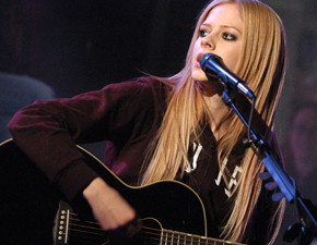 Avril Lavigne é citada por David Hodges