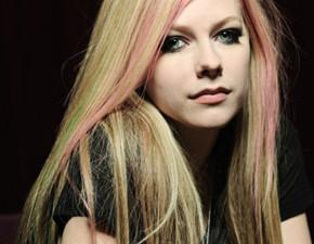 Mais cinco músicas de Avril Lavigne são registradas!