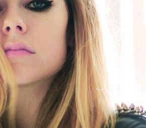 Mike Heller fala sobre um novo videoclipe de Avril
