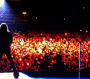 Avril Lavigne volta a subir em chart da Billboard