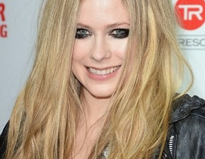 Fotos e vídeos: pocketshow de Avril no Viper Room!