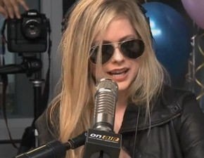Vídeo legendado: entrevista de Avril para Ryan Seacrest!