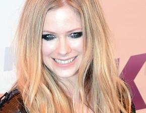 Avril participa de chat no Twitter e revela nome de nova música!