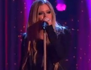 Assista à performance de Avril no Dancing with the Stars