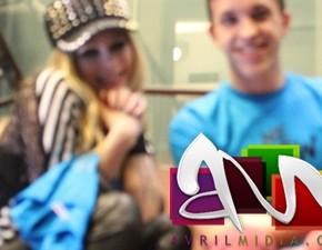 Avril Lavigne recebeu uma camiseta do AVRILMIDIA!