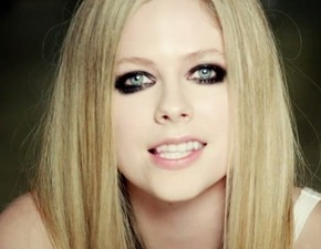 Maquiador de Avril Lavigne comenta sobre o novo álbum