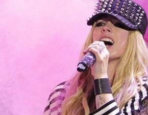 Site Dammit faz criticas ao novo trabalho de Avril Lavigne