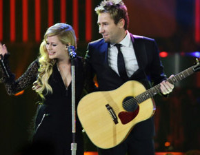 Avril e Chad cantam Let Me Go no We Day