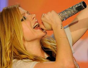 Avril fará show com transmissão online
