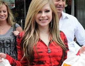Avril Lavigne fará show na Indonésia