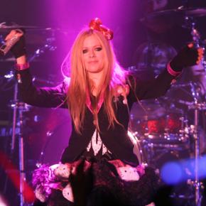 Avril gravará o clipe de Hello Kitty no Japão