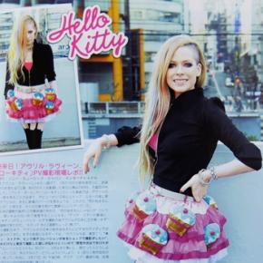 Scans: Avril na edição de abril da revista InRock