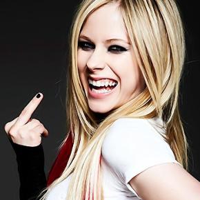 Mídia nacional e internacional comenta resposta de Avril sobre Hello Kitty