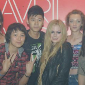 Avril Lavigne, em falso e engraçado evento no Facebook