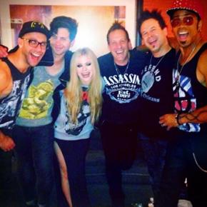 Assista ao show completo de Avril Lavigne em Orillia, no Canadá