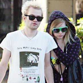 Agora é oficial! Deryck Whibley remove o sobrenome de Avril Lavigne