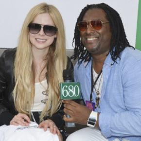 Avril Lavigne em entrevista ao 680News