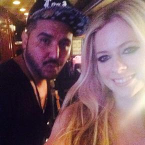 Avril Lavigne cancela show após ser hospitalizada