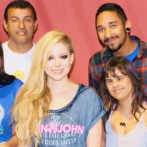 Avril lança projeto de aniversário pela The Avril Lavigne Foundation