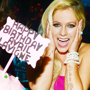 Avril Lavigne comemora seu aniversário de 30 anos em Las Vegas