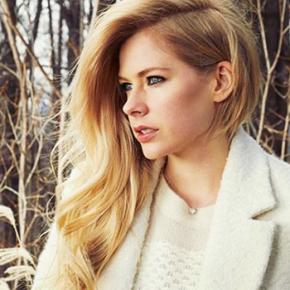 Avril Lavigne fala sobre seu estado de saúde na capa da revista People
