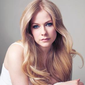 Avril Lavigne confirma lançamento de novo single para abril