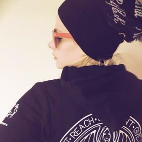 Avril Lavigne responde perguntas de fãs pelo Twitter do iHeartRadio