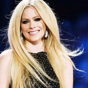 Avril Lavigne cantará a música tema do filme Charming!