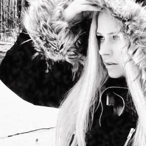 Tudo que sabemos sobre o sexto álbum de Avril Lavigne