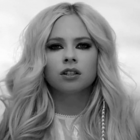 "Assista ""Head Above Water"", novo videoclipe de Avril Lavigne"
