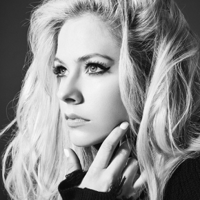 "Avril Lavigne confirma ""Head Above Water"" como título do novo álbum"