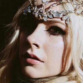 Em nova entrevista, Avril Lavigne diz ter pensado que nunca mais ia conseguir cantar