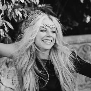 Em entrevista para rádio, Avril Lavigne relembra jornada até o novo álbum