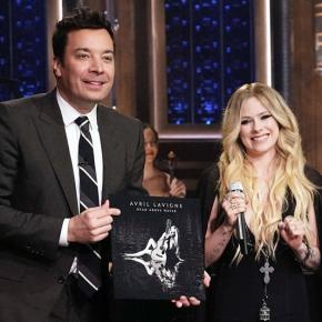 Assista à apresentação de Avril Lavigne no programa do Jimmy Fallon