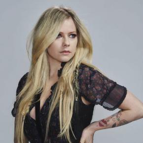 Avril Lavigne garante não querer provar nada ao público com sonoridade do novo álbum