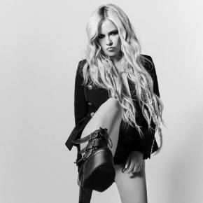 A religião na vida de Avril Lavigne após a doença de Lyme
