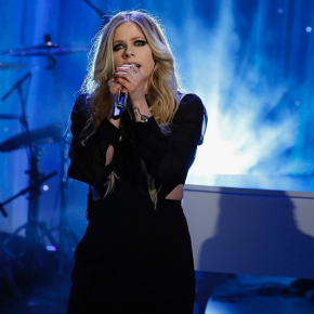 Avril apresenta Head Above Water na TV e concede novas entrevistas