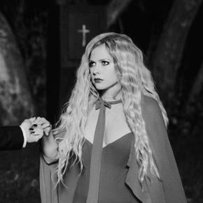 Travis Clark e Machine Gun Kelly estão colaborando com Avril para o próximo álbum