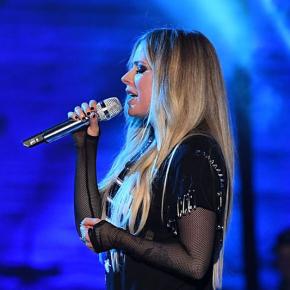 A música como meio de expressão para Avril Lavigne