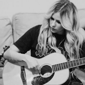 Avril Lavigne reafirma interesse em se manter como compositora de suas canções