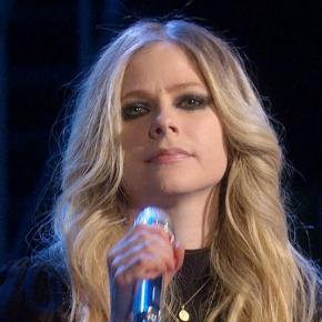 Avril Lavigne fala sobre mudança de prioridades em sua vida após diagnóstico da doença de Lyme