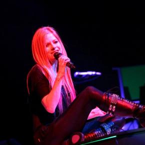 Em entrevista, Avril Lavigne fala sobre críticas negativas aos seus álbuns